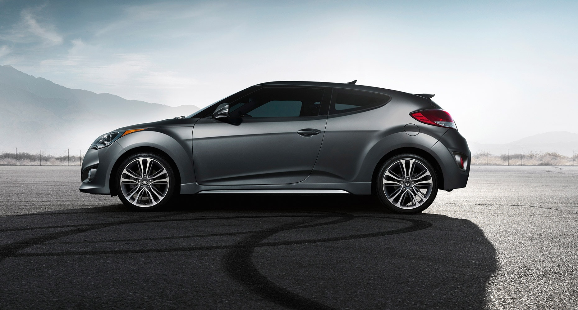 exterior side shot of hyundai veloster turbo 2016 with matte grey paint. Black Bedroom Furniture Sets. Home Design Ideas