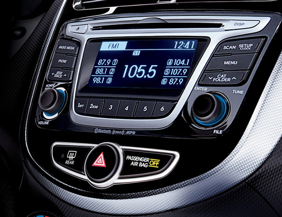 Interior photo of Hyundai Accent Sedan 2016 audio system with 6 speakers