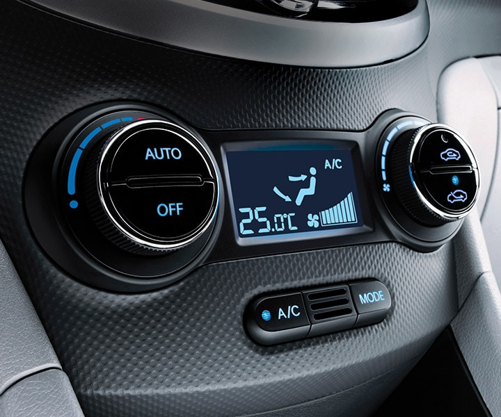 Interior Photo Of Hyundai Accent Hatchback 2017 Automatic Temperature Control With Sensors To