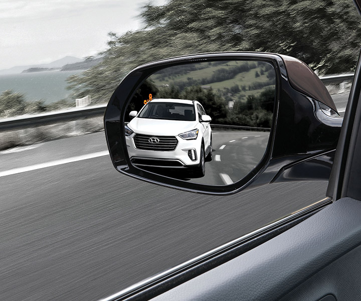 photo of white car in wing mirror of Hyundai Santa Fe XL indicating blind spot detection