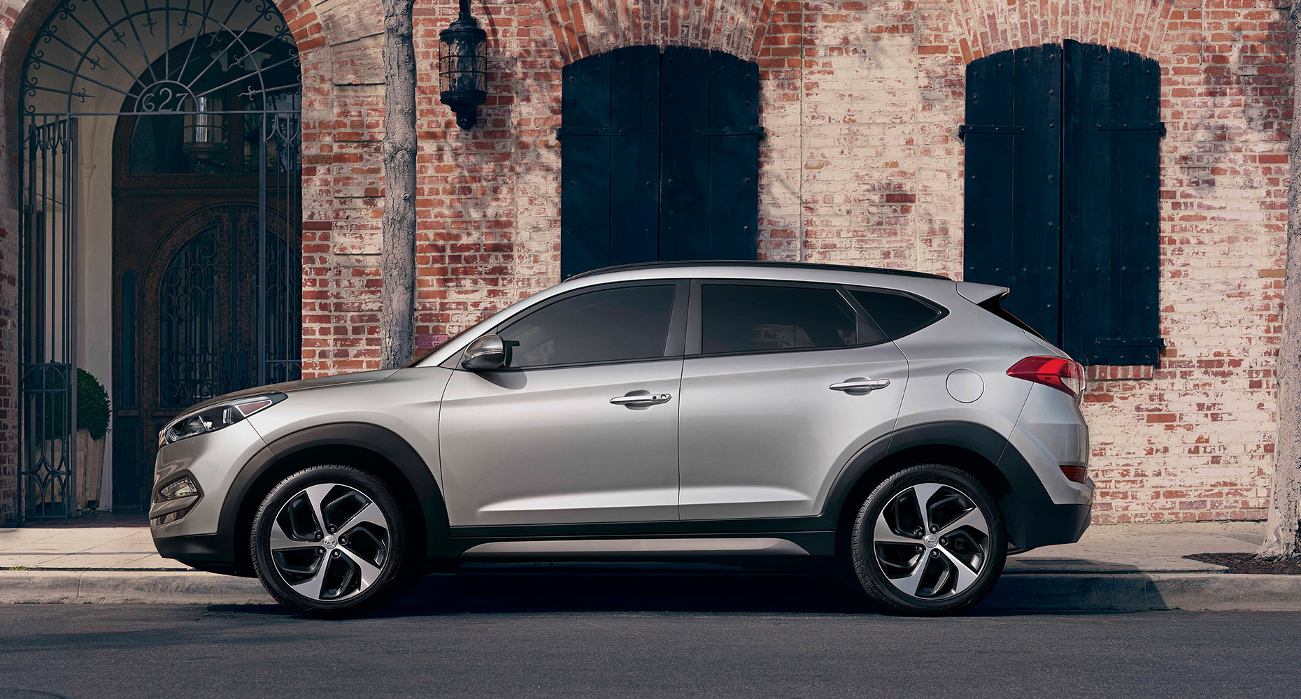 exterior image of silver hyundai tucson 2017 cuv with silver lining and tinted windows. Black Bedroom Furniture Sets. Home Design Ideas