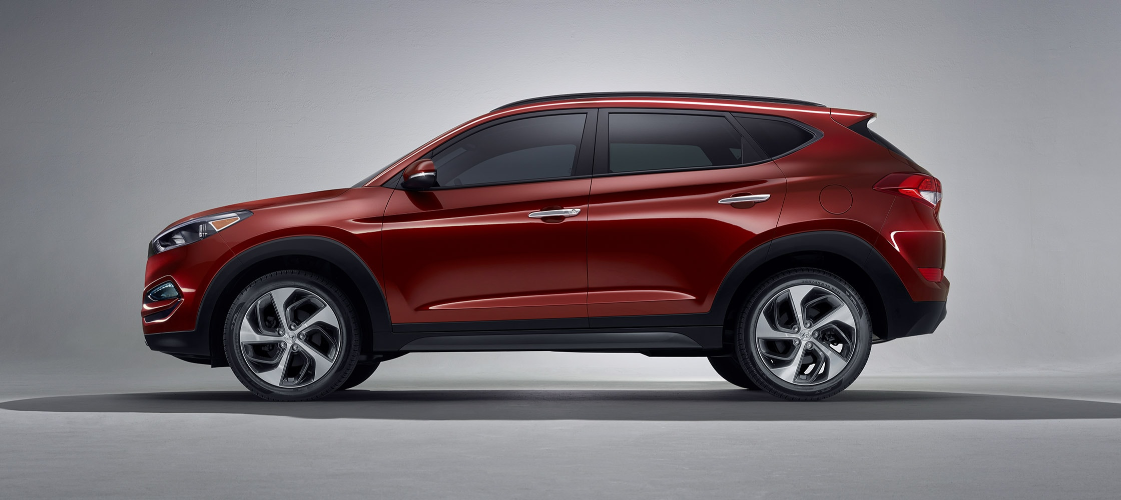 exterior image of red hyundai tucson 2017 cuv with silver. Black Bedroom Furniture Sets. Home Design Ideas