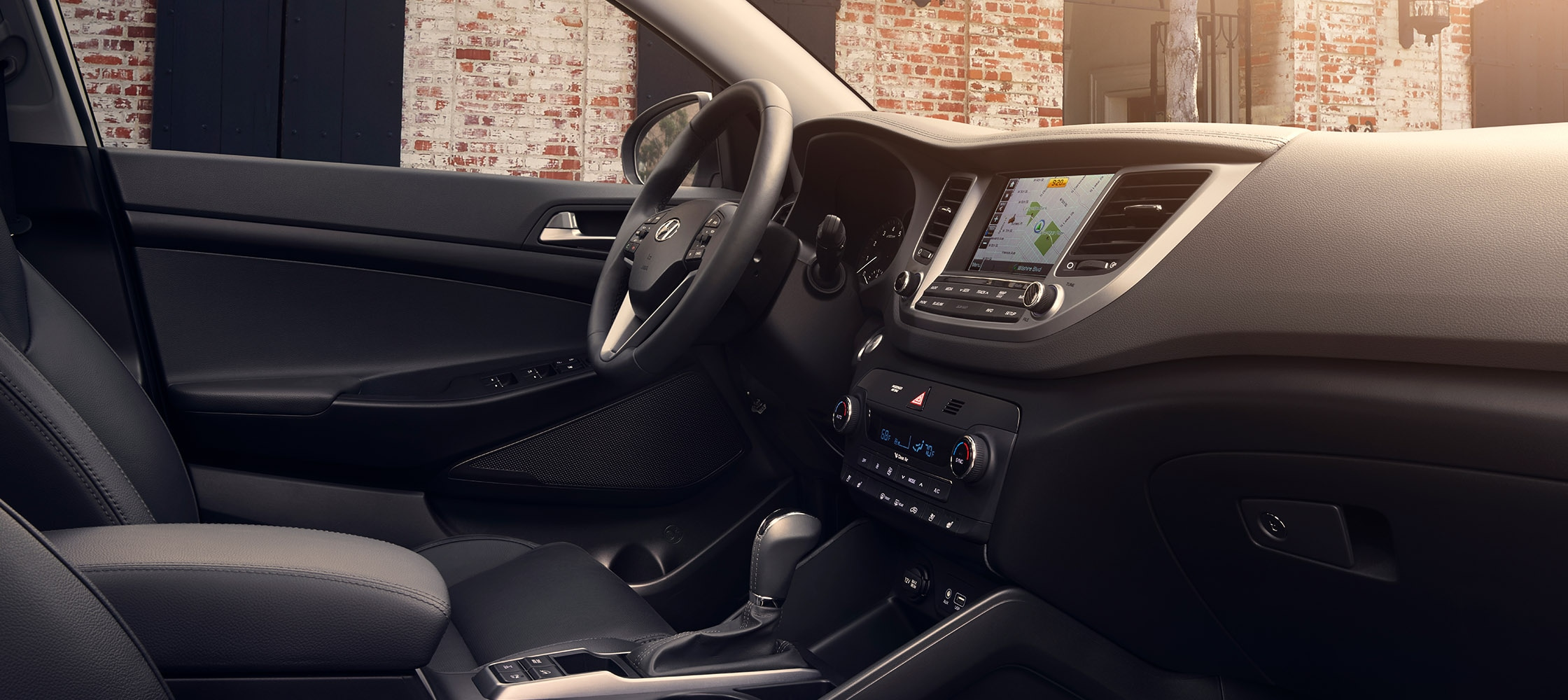 Interior image of Hyundai Tucson 2017 CUV leather interior and high-tech dashboard