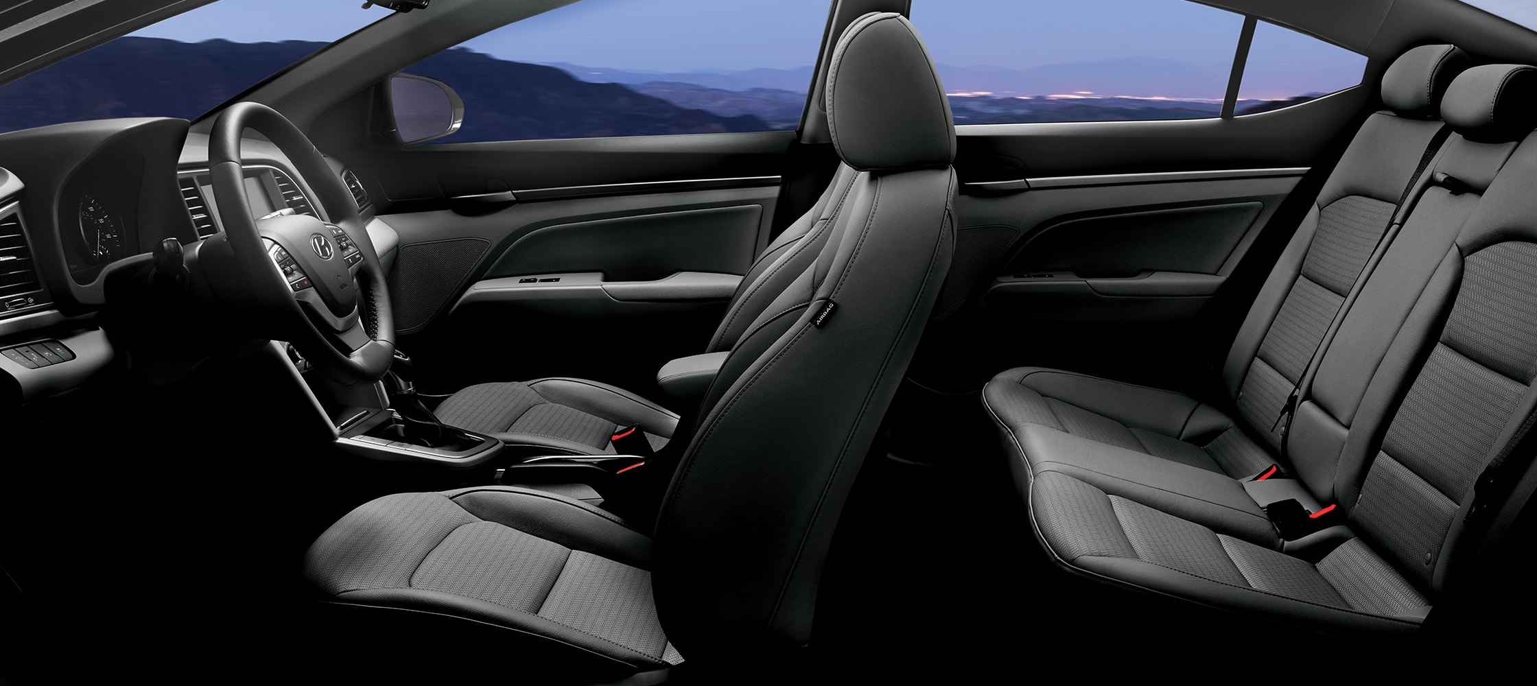 Side view of hyundai elantra v3 2018 five seat black for Interieur algerien