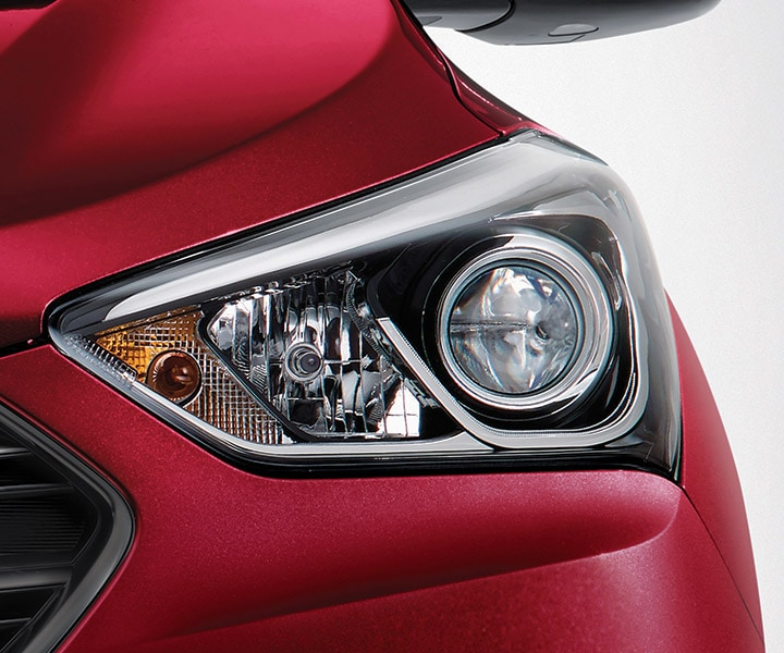 Close up of the front lights on the Hyundai 2018 Santa Fe Sport in Serrano Red