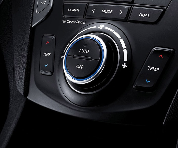 Close Up Of Radial Dial Controls On Duel-Zone Climate Controller of the 2018 Hyundai Santa Fe Sport