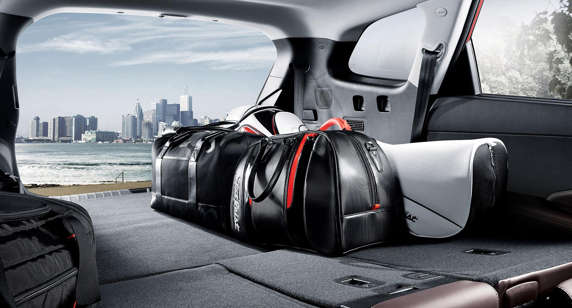 Interior Photo Of Hyundai Santa Fe Xl 2018 Suv Reclining