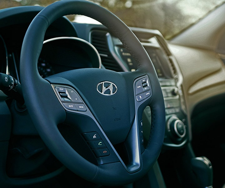 Interior photo of Hyundai Santa Fe XL 2018 SUV high-tech, heated steering wheel