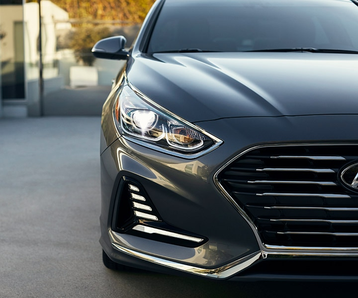 Closeup of the front of the 2018 Hyundai Sonata in polished metal.
