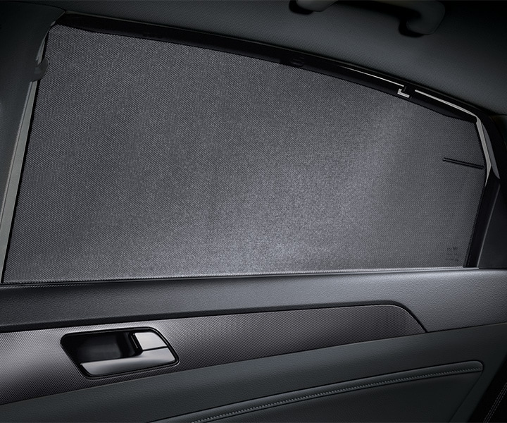 The rear window sunshade blinds in the 2018 Hyundai Sonata.