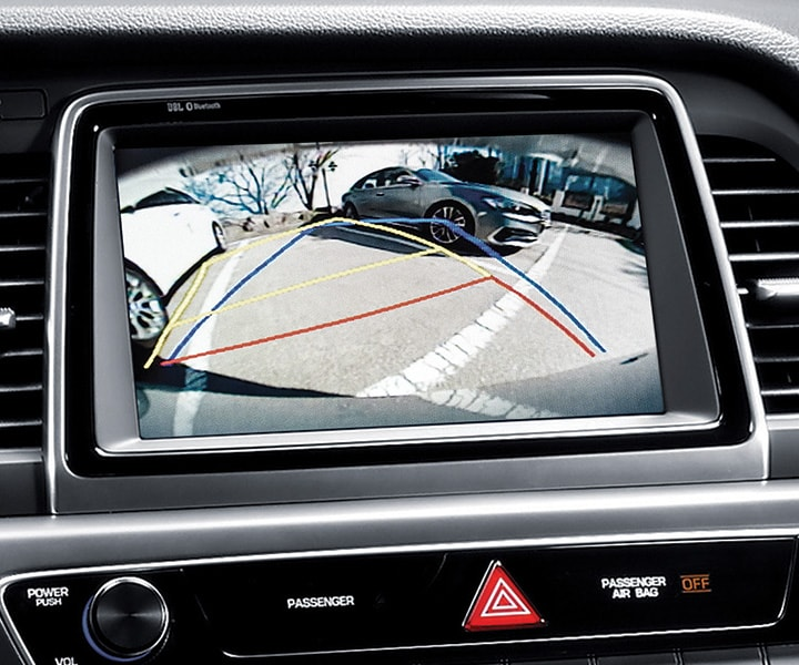 The standard rearview camera in action as a Hyundai 2018 Sonata driver parks their car.