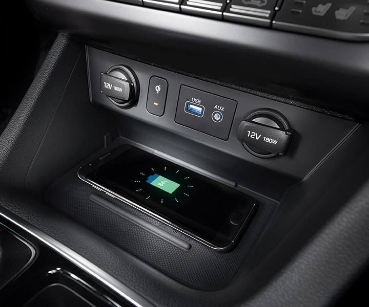 The wireless charging pad in the Sonata 2018 charging a phone.