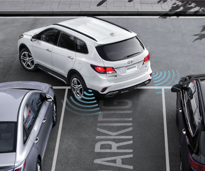 photo of Hyundai Santa Fe XL 2018 SUV reversing into parking spot with assistance system