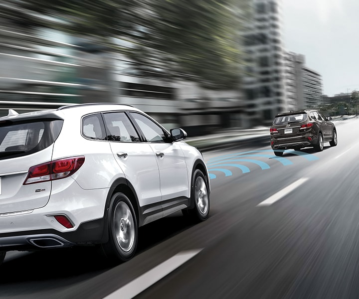 photo of white Hyundai Santa Fe XL 2018 SUV following a black car with forward camera