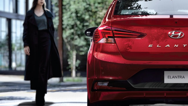 Exterior rear view of the 2020 Elantra LED tail light
