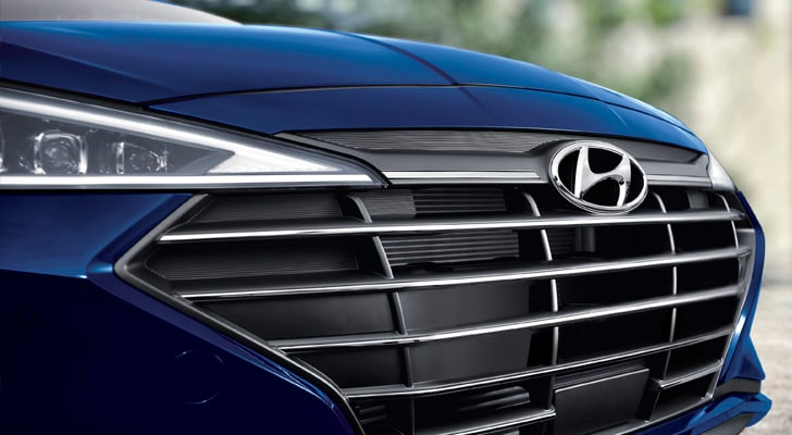 Front grille of the 2020 Elantra in blue