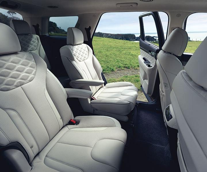 2020 Hyundai Palisade: Second-row Captain's Chairs